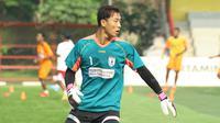 Yoo Jae-Hoon saat berlatih bersama Persipura Jayapura di Lapangan Pertamina Simprug, Jakarta. (Bola.com/Nicklas Hanoatubun)