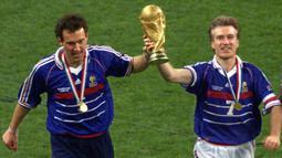 """Mantan rekannya di Prancis Eric Cantona menjulukinya """"pengangkut air"""". Deschamps membalas julukan itu melalui kepemimpinnya saat mengantarkan Prancis juara Piala Dunia 1998 dan Piala Eropa 2000. (AFP/Thomas Coex)"""