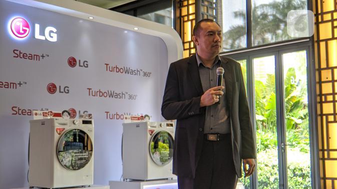 Rumbi Simanjuntak, Head of Product Marketing Home Appliance PT LG Electronics Indonesia. (Liputan6.com/ Yuslianson)