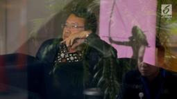 Direktur Utama PT Pembangkitan Jawa Bali (PJB) Iwan Agung Firstantara menunggu di lobi gedung KPK, Jakarta, Kamis (25/4). Iwan Agung Firstantara diperiksa sebagai saksi untuk tersangka Direktur Utama PLN nonaktif Sofyan Basir terkait kasus dugaan suap proyek PLTU Riau-1. (merdeka.com/Dwi Narwoko)
