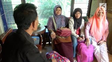 Para wanita ini putuskan menghabiskan waktu Lebaran dengan menjadi tenaga infal di Jakarta karena tergiur bayarannya yang besar.
