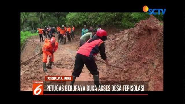 TNI, BPBD, dan Polres Tasikmalaya upayakan buka akses desa di Tasikmalaya, Jawa Barat, yang terisolasi material longsor.