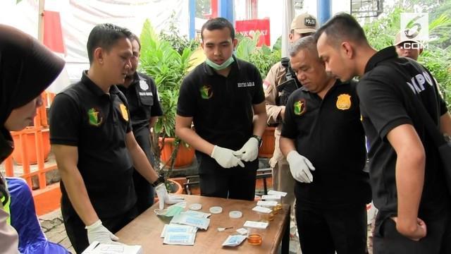 Seorang sopir bus terbukti mengkonsumsi narkoba berjenis ganja saat tes urine di Terminal Kalideres.