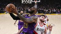LeBron James cetak sejarah dalam hal pencetak poin terbanyak di NBA saat Lakers kalahkan Portland Trail Blazers (AP)