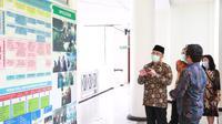 Menko PMK Muhadjir Effendy saat mengunjungi laboratorium Universitas Airlangga pada Selasa (16/6/2020) (Dok. Kemenko PMK)