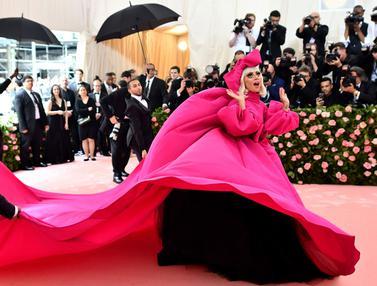 Lady Gaga Tampil Heboh di Met Gala 2019