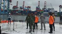 Perwakilan Tim Penyelam Letnan Kolonel Laut Faruq Deddy, mengatakan timnya kesulitan mencari korban dan puing pesawat Sriwijaya Air di Kepulauan Seribu.