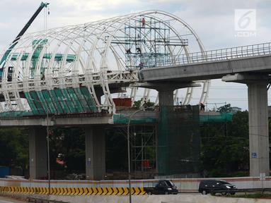 Pekerja mengerjakan proyek Halte Light Rail Train (LRT) Jakarta-Bogor-Depok-Bekasi (Jabodebek) di Jakarta Timur, Rabu (26/12). PT Adhi Karya Tbk tengah menyeselaikan detail engineering design proyek LRT Jabodebek tahap kedua. (Merdeka.com/Imam Buhori)