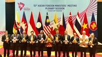 Menteri Luar Negeri RI Retno Marsudi Promosikan Asian Games pada Pertemuan Menlu ASEAN di Singapura (2/8/2018) (sumber: Kemlu RI)