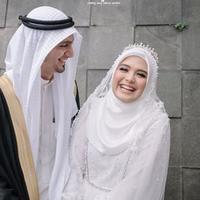 Vebby Palwinta bersama suami (Instagram/vebbypalwinta)