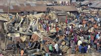 Kawasan kumuh Bangladesh yang terbakar. (AFP)