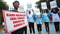 Siswa SMP dari perwakilan delapan sekolah di Jakarta dan Bandung mengikuti kegiatan bertajuk 'Sekolah Tanpa Advertensi Rokok (STAR): Menolak Diam' di Taman Menteng, Jakarta, Sabtu (21/11). (Liputan6.com/Immanuel Antonius)