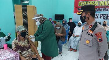 Vaksinasi massal di Pemalang, Jawa Tengah. (Foto: Liputan6.com/Polres Pemalang)