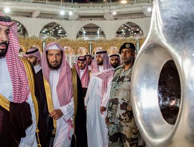 Tinjau Masjidil Haram, Pangeran Mohammed Cium Hajar Aswad