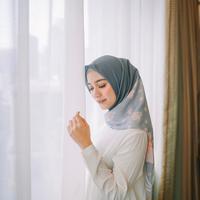 Hijab anti gerah di bulan Ramadan. (Foto: instagram/ megaiskanti)