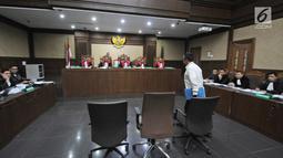 Menpora Imam Nahrawisaat tiba menjadi saksi di Pengadilan Tipikor, Jakarta, Senin (29/4/2019). Menpora menjadi saksi dalam sidang lanjutan kasus dugaan suap dana hibah KONI bersama 4 saksi dari JPU KPK dengan terdakwa Sekjen KONI Ending Fuad Hamidy. (Liputan6.com/Herman Zakharia)