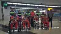 Beberapa atlet dari kontingen Bahrain berfoto bersama saat tiba di Bandar Udara Internasional Soekarno-Hatta, Cengkareng, Minggu (30/9/2018). Bahrain menjadi kontingen pertama yang tiba di Indonesia untuk beraksi di Asian Para Games 2018. (Istimewa)