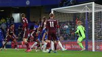 Proses gol Chelsea yang dicetak Antonio Rudiger ke gawang Leicester City dalam laga pekan ke-37 Premier League di Stamford Bridge, Rabu (19/5/2021) dini hari WIB. (CATHERINE IVILL / POOL / AFP)