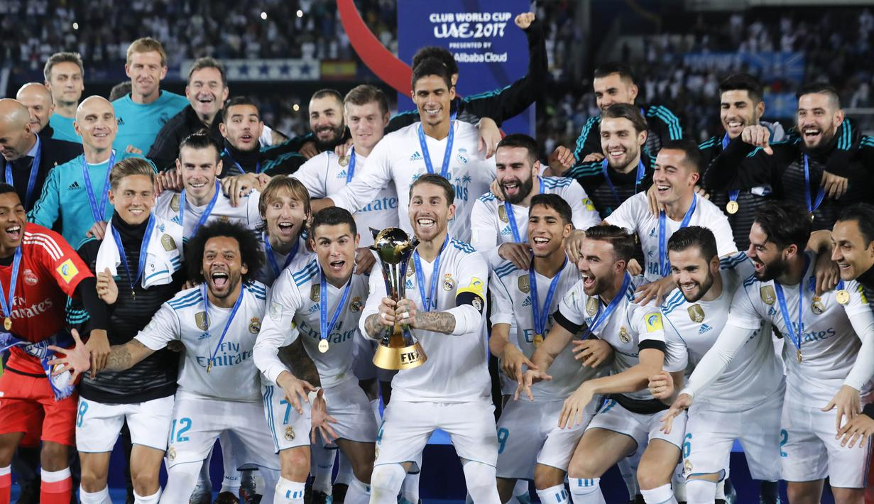 FOTO Ronaldo Bawa Real Madrid Juara Piala Dunia Antarklub