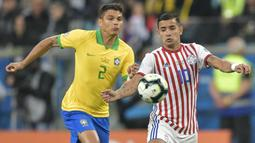 Thiago Silva menjadi pemain tertua di Timnas Brasil yaitu 37 tahun kurang empat bulan. Sempat beberapa kali tak dipanggil memperkuat  Selecao pada laga Kualifikasi Piala Dunia dan pertandingan uji coba, akhirnya ia bisa bergabung di Copa America 2021. (Foto: AFP/Raul Arboleda)