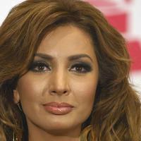 Sial banget nasibnya penyanyi Meksiko ini. Sudah malu, masih 'dibully' pula.