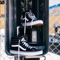 Sebuah merek sepatu asal Amerika jiplak sneakers ikonik Vans (Foto: Instagram/vans)