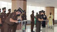 Jaksa Agung melantik anggota tim khusus penuntasan dugaan pelanggaran HAM berat. (Foto: Dokumentasi Kejaksaan Agung)