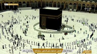 Ibadah umrah di Mekkah pada Senin (19/4/2021).