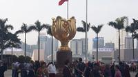 Sejumlah wisatawan memadati Golden Bauhinia Square Hong Kong.