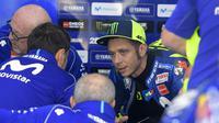 Pembalap Movistar Yamaha, Valentino Rossi pesimistis jelang balapan MotoGP Valencia 2018. (JOSE JORDAN / AFP)