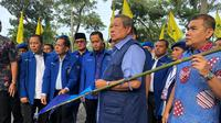 Ketua Umum Partai Demokrat Susilo Bambang Yudhoyono (SBY) menyambangi lokasi perusakan atribut Partai Demokrat di Pekanbaru, Riau, Sabtu (15/12/2018). (Ist)