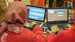 Anggota partai politik mengikuti sosialisasi sistem informasi partai politik tahap III di Gedung KPU, Jakarta, Jumat (15/9). Sosialisasi digelar untuk mempertajam pemahaman partai akan penggunaan sipol tersebut. (Liputan6.com/Faizal Fanani)