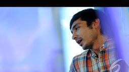 Disela-sela perbincangan mengenai film, Abimana sempat menceritakan kisah tentang pergantian namanya, Jakarta, Rabu (6/8/2014) (Liputan6.com/Faisal R Syam)