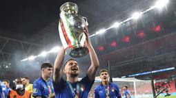 Gelandang Chelsea itu tercatat mampu menyelesaikan 497 operan dengan akurasi 93 persen. Dia sukses mengawinkan gelar Liga Champions dengan Piala Eropa. (Foto:AFP/Andy Rain)