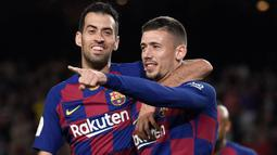 Pemain senior Barcelona lain yang mau berkorban untuk masalah keuangan Blaugrana adalah Sergio Busquets (kiri). Mereka rela dipotong gajinya demi mendaftarkan Memphis Depay, Eric Garcia dan Rey Manaj ke dalam skuat untuk melawan Real Sociedad pada minggu lalu. (Foto: AFP/Josep Lago)