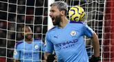 Penyerang Manchester City, Sergio Aguero merayakan gol yang dicetaknya ke gawang Sheffield United dalam pekan ke-24 Liga Inggris di Bramall Lane, Selasa (21/1/2020). Aguero mencetak gol semata wayang untuk kemenangan Man City saat berkunjung ke markas Sheffield United. (AP/Rui Vieira)