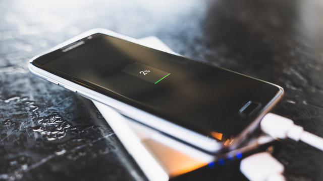 Cara Mengisi Baterai Handphone