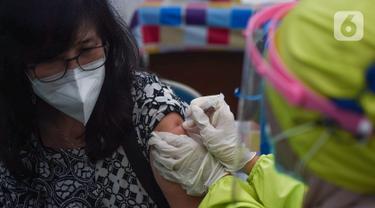 Vaksinasi Covid-19 Nakes Lansia Tahap Pertama