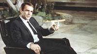 """Dalam foto file ini bertanggal 29 Juli 1966, aktor Sean Connery ditampilkan selama pembuatan film James Bond """"You Only Live Twice,"""" di lokasi di Tokyo, Jepang. (AP Photo, FILE)"""