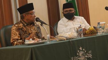 Menteri Agama Yaqut Cholil Qoumas (kanan) dan Ketua Umum PBNU Said Aqil Siradj