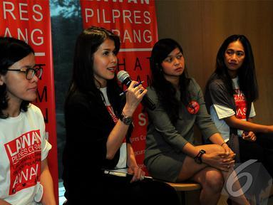 Nia Dinata Cs menggalang gerakan 'Lawan Pilpres Curang'. Gerakan ini memanfaatkan media sosial, Jakarta, Senin (7/7/2014) (Liputan6.com/Faisal R Syam)