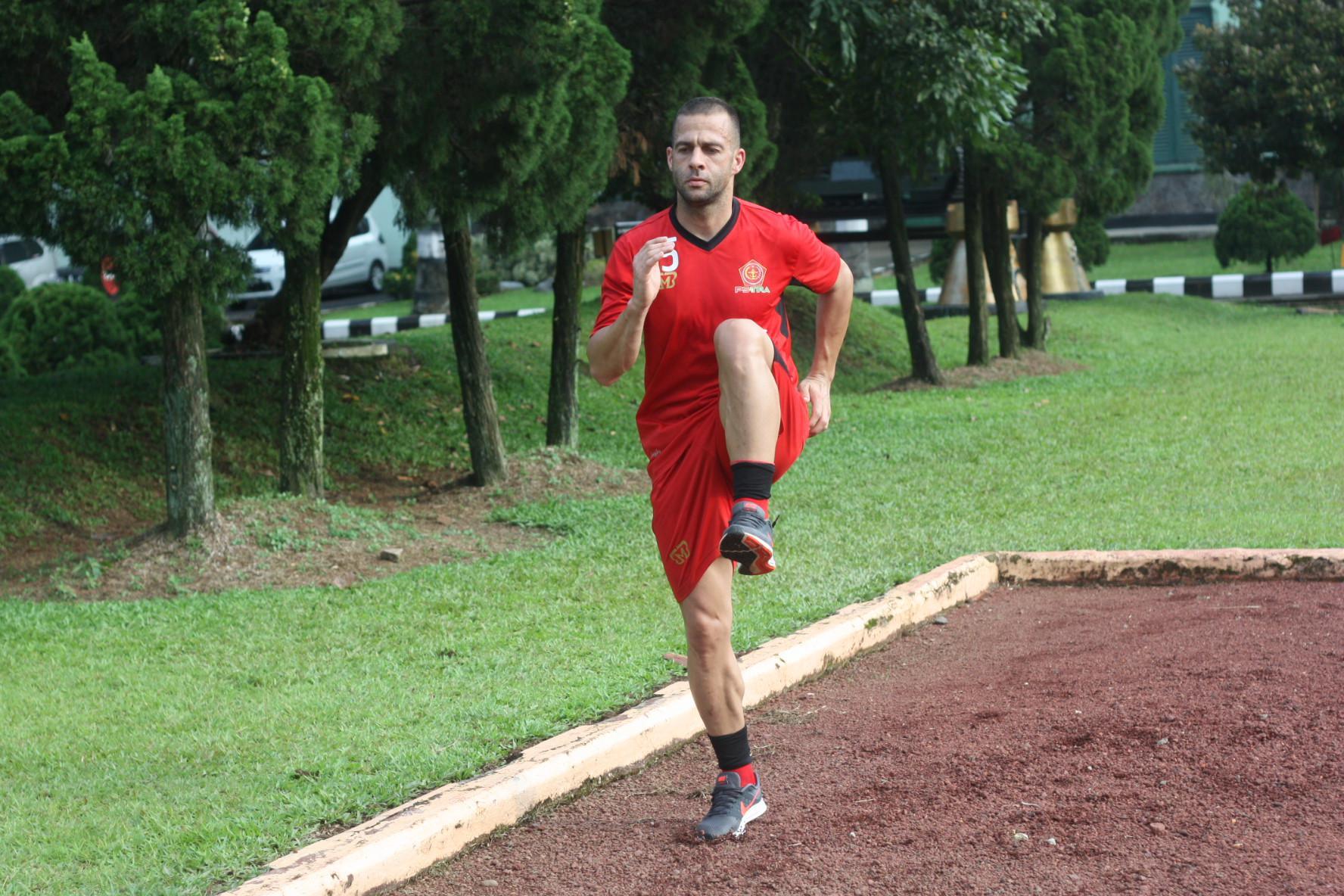 Aleksandar Rakic, striker asing PS Tira. (Bola.com/Permana Kusumadijaya)