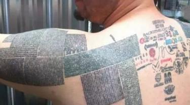 Pria Ini Pecahkan Rekor Menato Tubuhnya dengan 10.000 URL