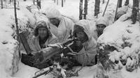 Tentara Finlandia bersiap menghadapi Tentara Merah Uni Soviet --bagian dari Perang Dunia II. Foto diambil pada 21 Februari 1940. (Wikimedia Commons)