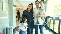 Ayu Dewi preskon lahiran anak ketiga. (Adrian Putra/Fimela.com)