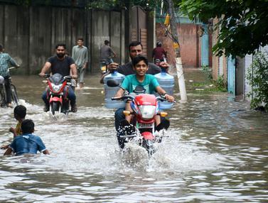 FOTO: 18 Orang Tewas Akibat Hujan Lebat di Punjab