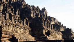 Suasana candi Borobudur saat pagi hari di Magelang, di provinsi Jawa Tengah, Indonesia pada 10 Mei 2016. Setidaknya ada sekitar 70 ribu foto pemugaran Candi Borobudur, 13 ribu foto slide, dan beberapa rol film. (AFP Photo/Goh Chai Hin)