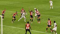 Pertandingan antara Athletic Bilbao melawan Real Madrid di Stadion San Mames, Bilbao, Minggu (5/7/2020) dalam lanjutan La Liga 2019-2020. (AP Photo/Alvaro Barrientos)