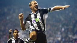 1. Alan Shearer (260 gol) - Shearer berkarier di Premier League pada tahun 1992 hingga 2006. Selama kariernya, Legenda Newcastle United ini menorehkan 260 gol dan menjadi pencetak gol terbanyak sepanjang sejarah Premier League. (AFP/Odd Andersen)