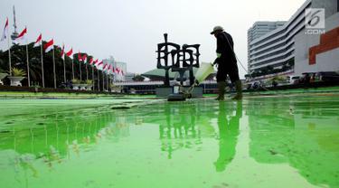 Bersih-Bersih dan Perawatan Rutin Gedung Parlemen